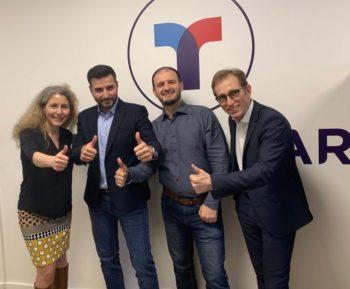 Brigitte Courtehoux, Directrice des Services de Mobilité et de Connectivité du Groupe PSA, accueille Ahmed Mhiri et Lofti Louez, fondateurs de TravelCar